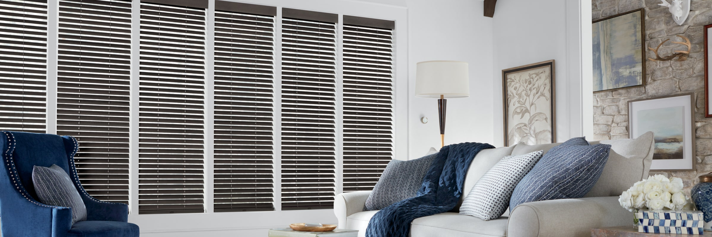Wooden blinds in Premier Cosmopolitan - Parkland