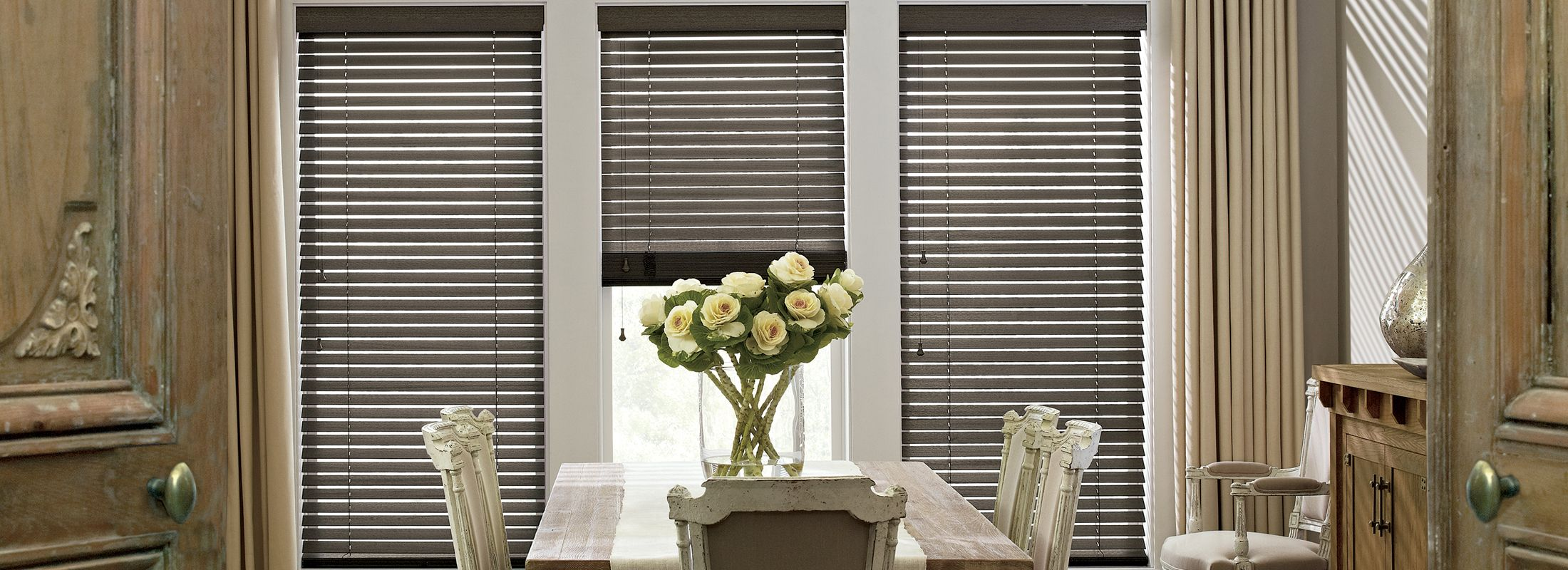 Wooden blinds in Wirebrushed Basswood Chalkboard - Parkland